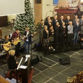 Kerstkoor met band in Aalsmeer